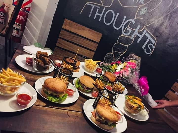 cafe-the-vibe-burger